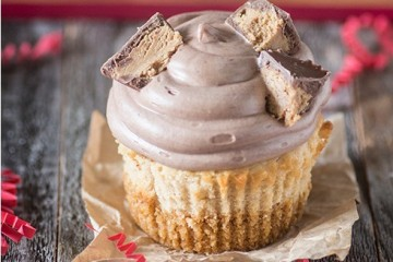 peanut butter cheesecake stuffed cupcake