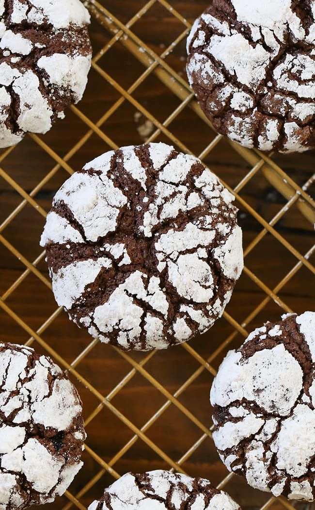 Chocolate Crinkle Cookies - Fudgy brownie-like chewy chocolate cookies with a soft center that crumbles in your mouth.  #chocolate #holidaycookies