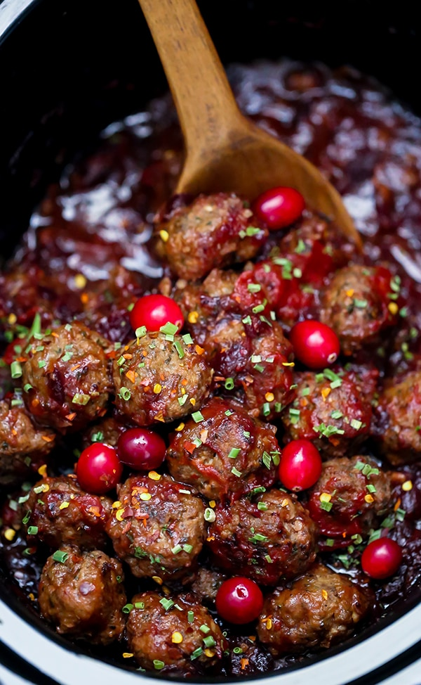 Slow Cooker Cranberry Meatballs - Homemade meatballs in a saucy sweet and spicy cranberry sauce. Serve these cocktail meatballs for the holidays. #meatballs #dinner