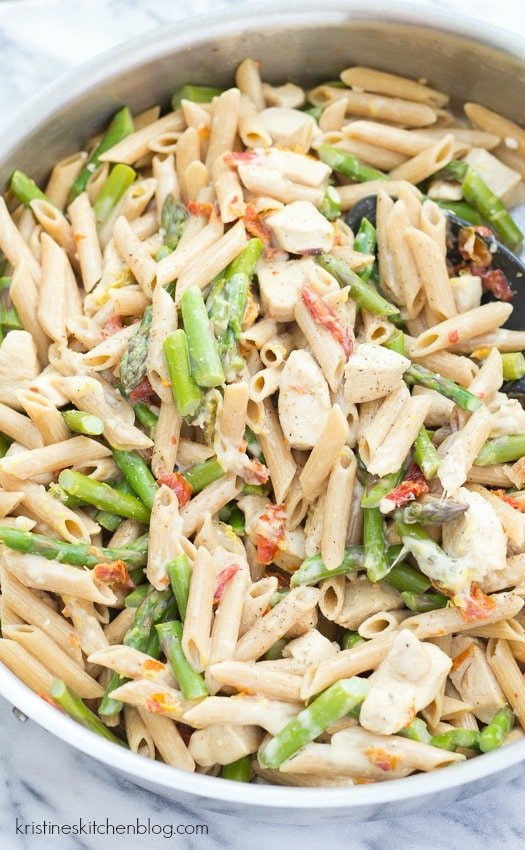 Creamy Lemon Chicken and Asparagus Pasta