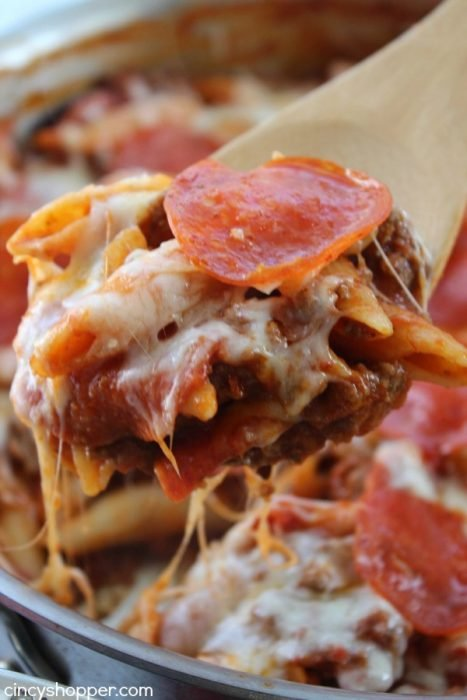 One Pot Pepperoni Pizza Pasta - This One Pot Pepperoni Pizza Pasta is channeling my inner child. Both kids and adults will love this modern pizza pasta recipe with ooey gooey cheese, pasta and pepperoni.
