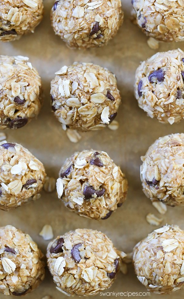 Peanut Butter Chocolate Chip Energy Bites - Loaded with protein for an easy, convenient, and healthy snack option. #healthysnacks #breakfast #vegetarian
