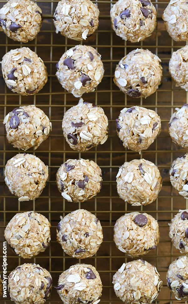 Peanut Butter Chocolate Chip Energy Bites - Loaded with protein for an easy, convenient, and healthy snack option. #protein #healthysnacks #breakfast
