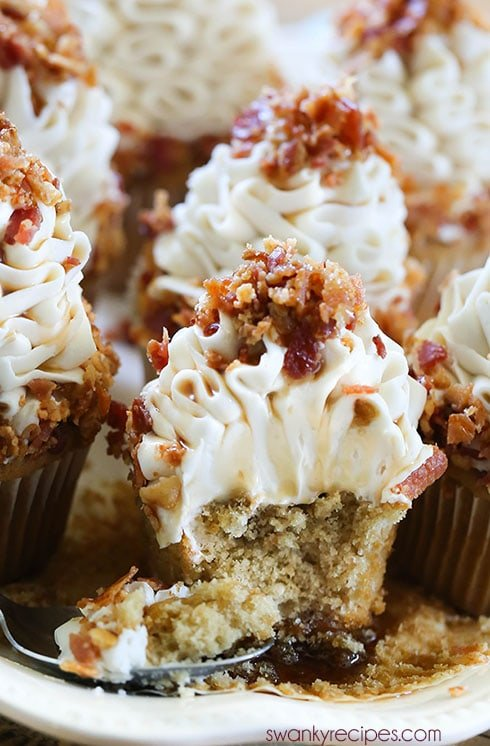 Maple Bacon Cupcakes - Maple butter cupcakes with maple cream cheese buttercream frosting. These cupcakes are perfect for the bacon lover in your life!